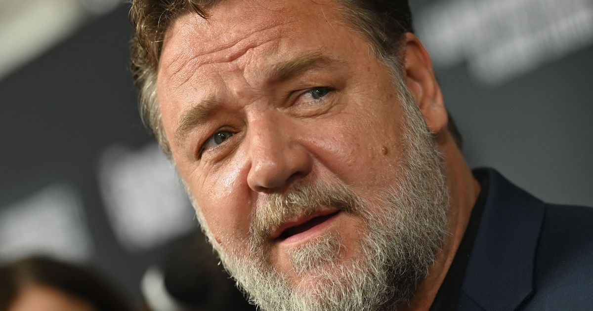 Russell Crowe defends his master and film lead for 2003